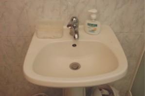 Bathroom sink as Amanda saw it at 10:30am