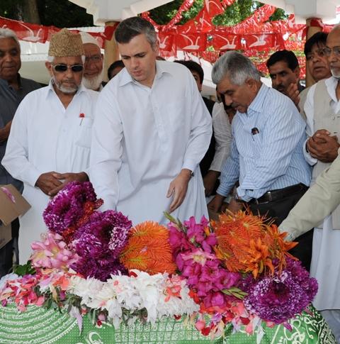 JK CM paying tributes  to Begum Akbar Jahan-Scoop News