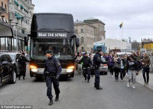 Justin-Bieber-Tour-Bus
