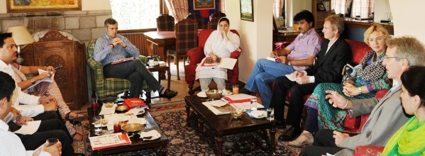 JK CM Interacting with a UNICEF team -Scoop News
