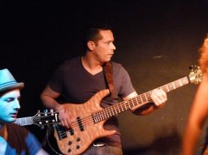 Shango_Dely,_Tumba_y_Quema_band,_Gödör_2011_(7)