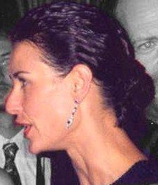 Demi_moore_profile_cropped_greyed
