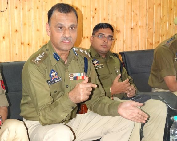 SSP Srinagar addressing a press conference-Scoop News
