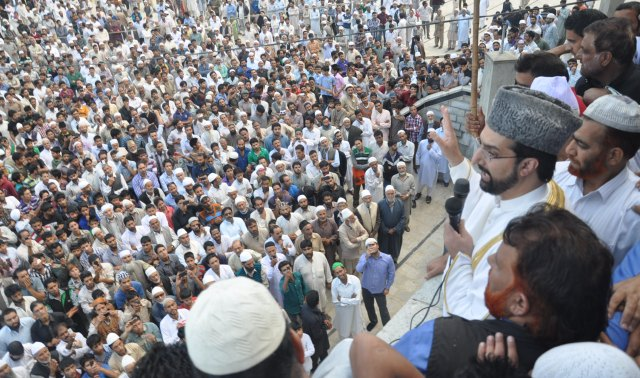 Chairman of APHC Mirwaiz Umar Farooq addressing a gathering-Scoop News
