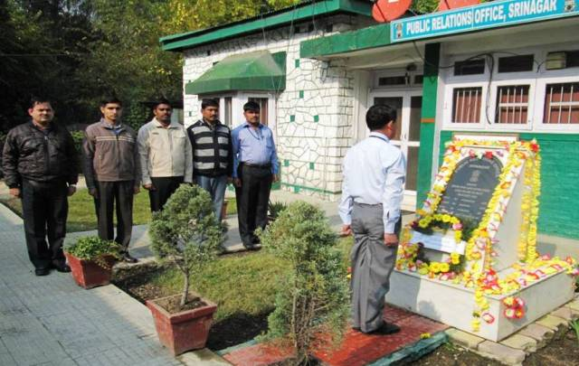 Personnel of PRO Srinagar Paying tributes to Major P Purushottam