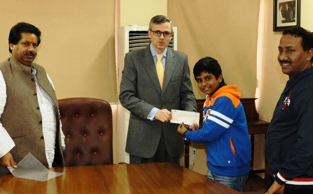 CM presents cash award to young singer Anmol Jaswal