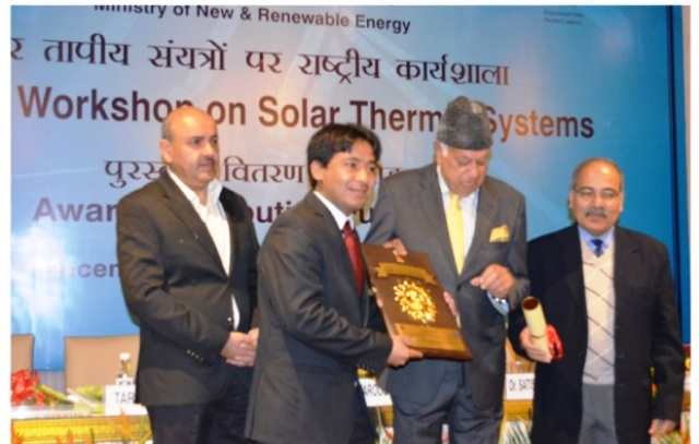 , Arif Kakpori, Sr. Project Engineer, LREDA received the award from the Minister for  New and Renewable Energy, Dr. Farooq Abdullah.