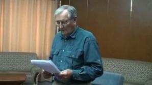American Veteran Merrill Newman confesses to war crimes in North Korea. Show here reading his written confession on video.