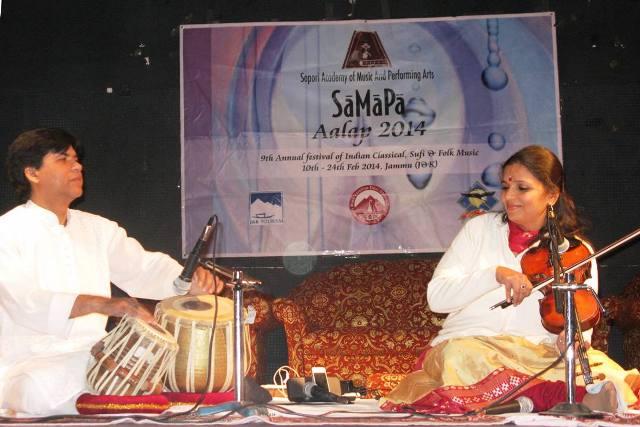 Vidushi Kala Ramnath with Mithilesh Jha at SaMaPa Aalap 2014