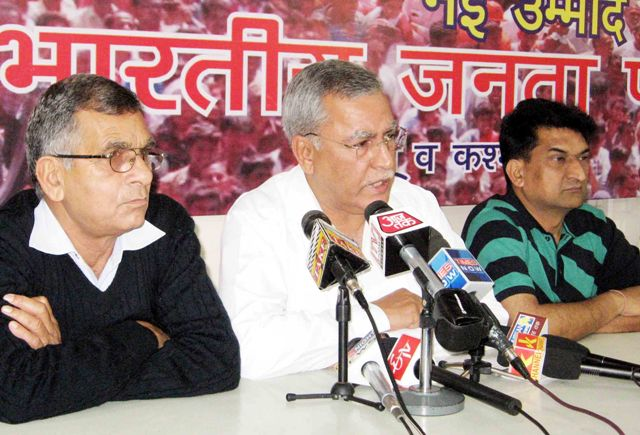 Former senior police officer Farooq Khan,(IN CENTRE) addressing Press conference at Jammu