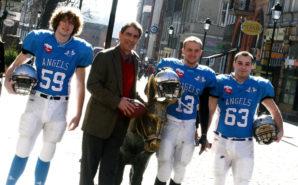 foto. Patryk Młynek/ Polskapresse Wojciech Kasprowicz, coach Bill Moore, Jakub Mazan and Jacek Tomczak with the statue of a donkey
