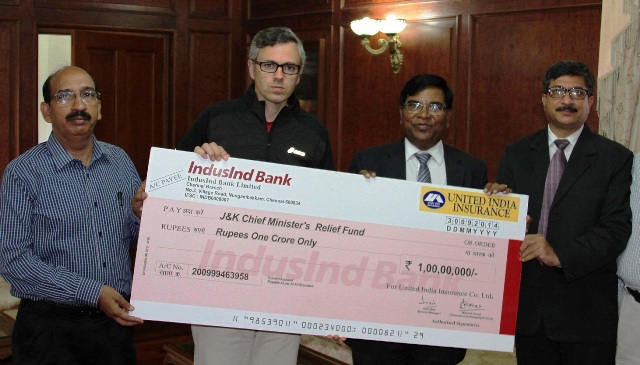 United India Insurance presenting Rs. 1 crore Cheque to J&K CM for flood relief