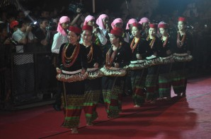 Chin Nayional Dancing at Purwakarta
