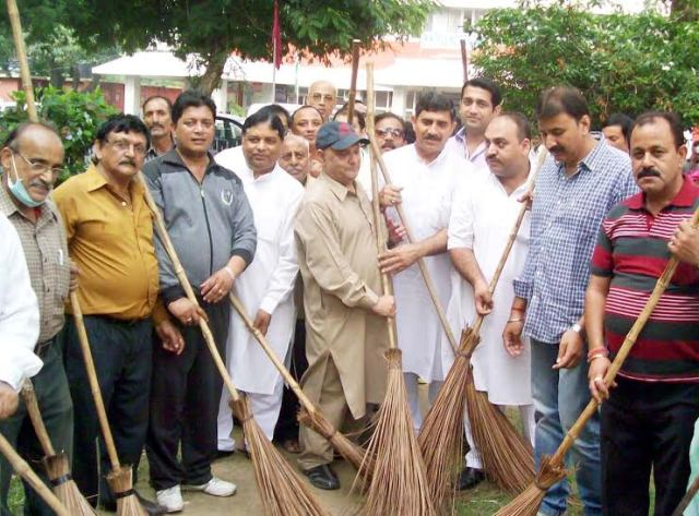 """JK State BJP leaders launch """"Swachh Bharat"""" campaign"""