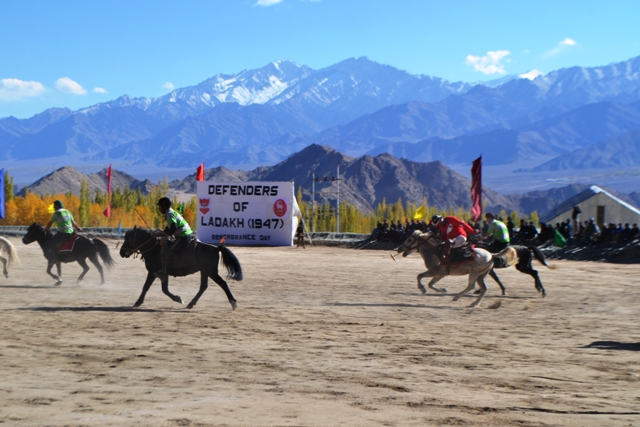 indian army tent pegging