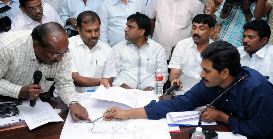 YSR Congress Party Chief Mr. YS Jagan Mohan Reddy reviewing on the pending works of Major Irrigation Projects of Rayalaseema, in Kadapa on 13-02-2015. (Courtesy: Saakshi)