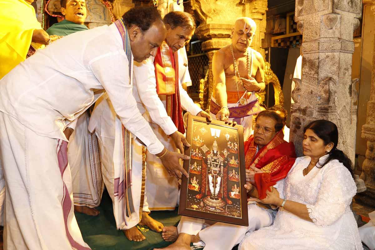 Mr. Maithripala Sirisena, President of Sri Lanka, Mrs. Jayanthi Sirisena offered prayers to Lord Venkateswara at Tirumala in Andhra Pradesh on 18-02-2015.