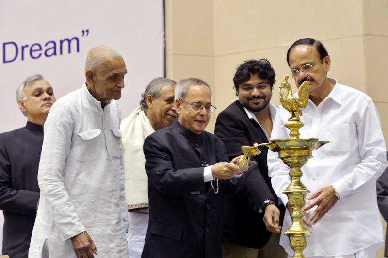 The President, Mr. Pranab Mukherjee lighting the lamp to inaugurate the two day International Seminar on 'Clean and Capable India of Gandhiji's Dreams', in New Delhi on March 12, 2015. The Union Minister for Urban Development, Housing and Urban Poverty Alleviation and Parliamentary Affairs, Mr. M. Venkaiah Naidu and the Minister of State for Urban Development, Housing and Urban Poverty Alleviation, Mr. Babul Supriyo are also seen.