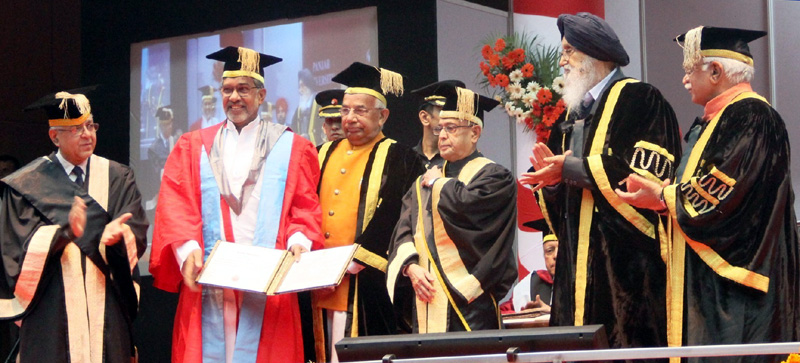 The President, Mr. Pranab Mukherjee presented the Doctor of Science (Honoris Causa) to the Noble Laureate, Kailash Satyarthi at the 64th Convocation of Punjab University, in Chandigarh, Punjab on March 14, 2015. The Governor of Punjab and Haryana and Administrator UT of Chandigarh, Mr. Kaptan Singh Solanki, the Chief Minister of Haryana, Mr. Manohar Lal Khattar and the Chief Minister of Punjab, Mr. Prakash Singh Badal are also seen.