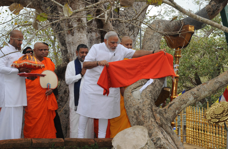 The Prime Minister, Mr. Narendra Modi offer prayers, at the Sri Maha Bodhi Tree in Anuradhapura, Sri Lanka on March 14, 2015.