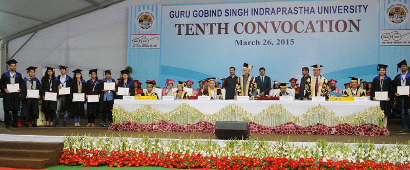 """The Vice President, Mr. Mohd. Hamid Ansari at the """"10th Convocation of Guru Gobind Singh Indraprastha University"""", in New Delhi on March 26, 2015. The Chief Minister of Delhi, Mr. Arvind Kejriwal and other dignitaries are also seen."""