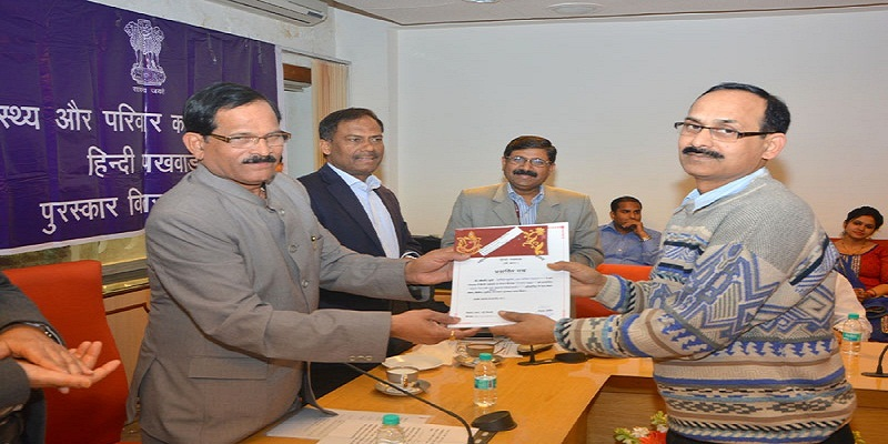 The Minister of State for AAYUSH (Independent Charge) and Health & Family Welfare, Mr. Shripad Yesso Naik gave away the awards to the winners of various competitions which were held during Hindi Pakhwara celebrated at the Ministry, in New Delhi on March 04, 2015.