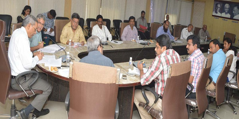 Mr. K. Ramchandra Murthy, Chairman of Telangana State Media Accreditation Rules, addressing the Members of Committee at Samachara Bhavan, Hyderabad on 05-03-2015. Mr. Allam Narayana, Chairman, Telangana Press Academy, Mr. V Subhash, Incharge (Director) I&PR and others are also seen.