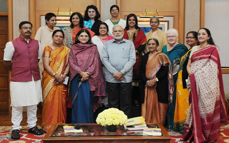 The Prime Minister, Mr. Narendra Modi in a group photograph with the award winners of Stree Shakti Puraskar and Nari Shakti Puraskar, in New Delhi on March 08, 2015. The Union Minister for Women and Child Development, Mrs. Maneka Sanjay Gandhi is also seen.