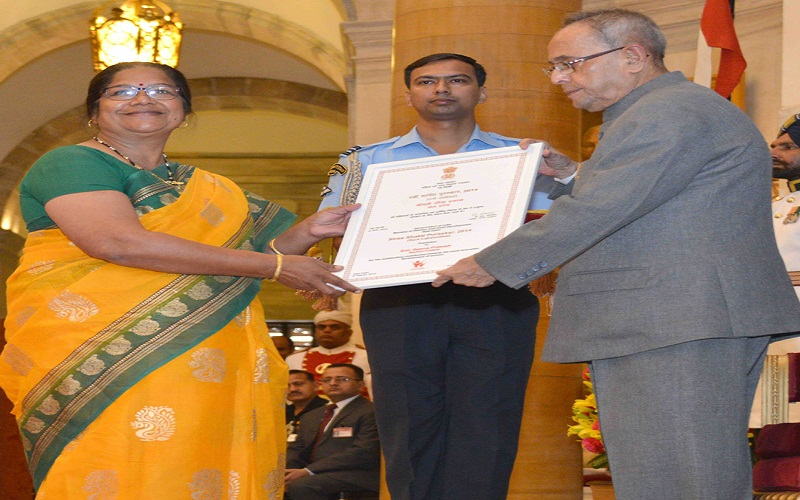 The President, Mr. Pranab Mukherjee presenting the 'Rani Lakshmibai Award' to Mrs. Seema Prakash (Madhya Pradesh), at the presentation of Stree Shakti Puraskar 2014 on the occasion of International Women's Day, at Rashtrapati Bhavan, in New Delhi on March 08, 2015