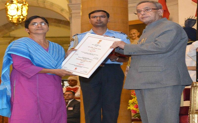 The President, Mr. Pranab Mukherjee presenting the Kannagi Award to Dr. P. Bhanumati (Kerala), at the presentation of Stree Shakti Puraskar 2014 on the occasion of International Women's Day, at Rashtrapati Bhavan, in New Delhi on March 08, 2015.