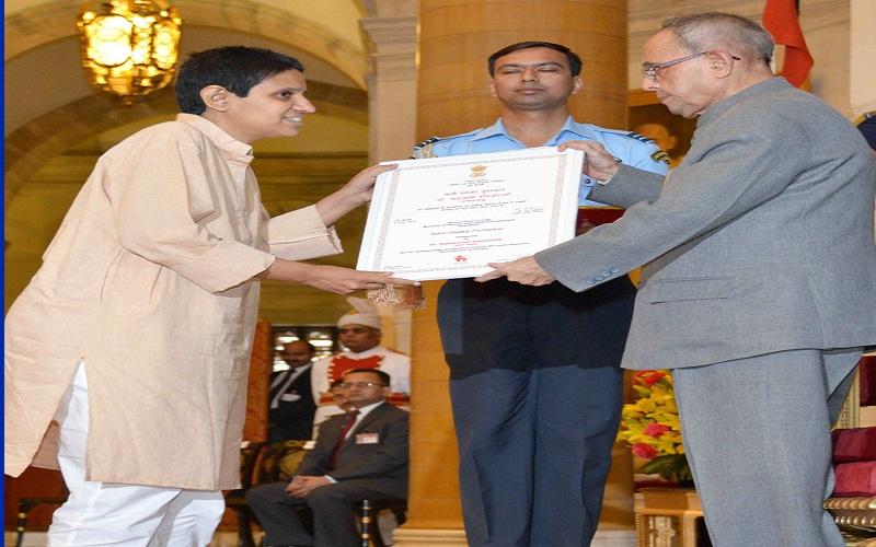 The President, Mr. Pranab Mukherjee presenting the Nari Shakti Award to Dr. Sailakshmi Balijepalli (Tamil Nadu), at the presentation of Stree Shakti Puraskar 2014 on the occasion of International Women?s Day, at Rashtrapati Bhavan, in New Delhi on March 08, 2015.