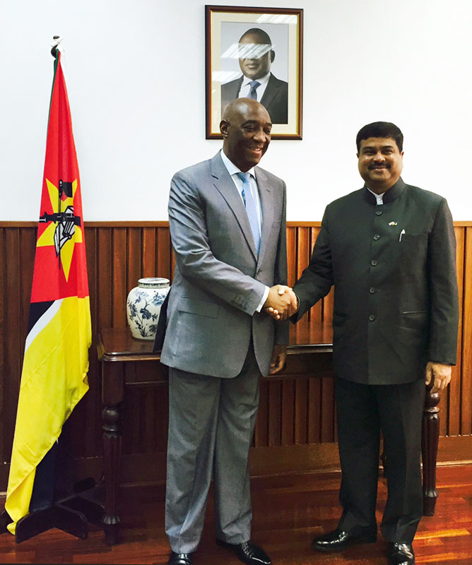 The Minister of State for Petroleum and Natural Gas (Independent Charge), Mr. Dharmendra Pradhan meeting the Minister of Foreign Affairs, Mozambique, Mr. Oldemiro Julio Marques Baloi, in Mozambique on April 10, 2015.