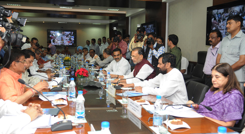 The Union Minister for Consumer Affairs, Food and Public Distribution, Mr. Ram Vilas Paswan, the Union Minister for Agriculture, Mr. Radha Mohan Singh, the Union Minister for Women and Child Development, Mrs. Maneka Sanjay Gandhi and the Minister of State for Agriculture, Dr. Sanjeev Kumar Balyan at the discussion on the issue of pending sugarcane arrear with the Ministers of major sugarcane growing states, in New Delhi on April 16, 2015.