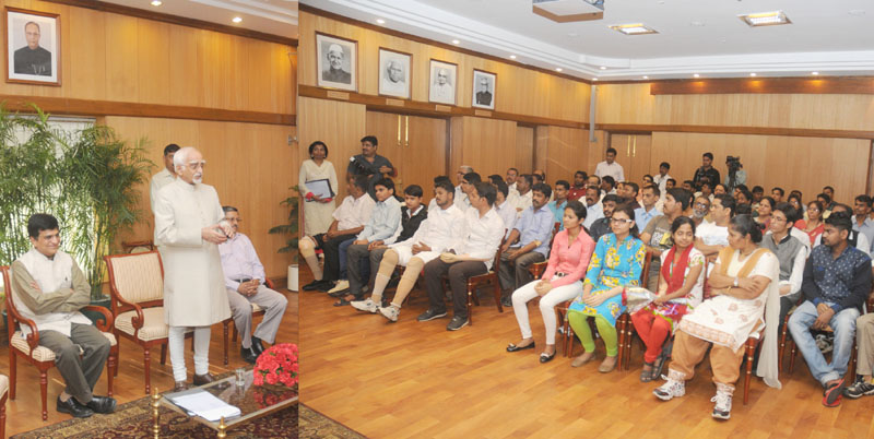 The Vice President, Mr. Mohd. Hamid Ansari addressing the delegation of Artificial Limbs Beneficiaries, in New Delhi on April 27, 2015. The Secretary, Department of Empowerment of Persons with Disabilities, Shri Lov Verma and Dr. Kirit Somaiya are also seen.