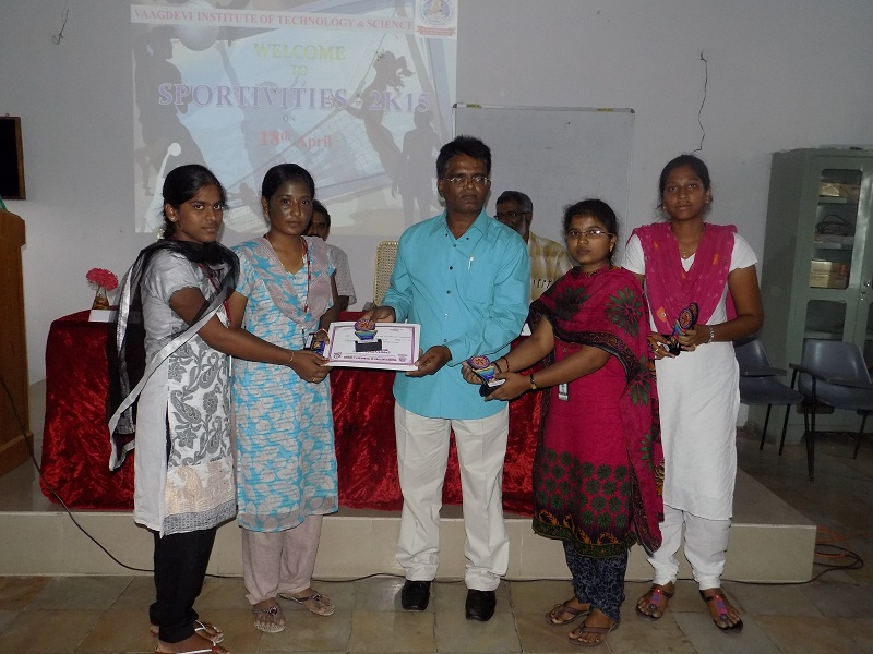 Winners receiving the Mementoes and Certificates of Appreciation from SCNR College Physical Director Mr. Mahabub Basha in the Sports Meet – 2K15 in VITS, Proddatur on 18.04.2015.