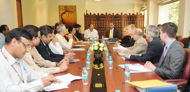 The US Secretary of Transportation, Mr. Anthony Foxx along with a delegation meeting the Union Minister for Urban Development, Housing and Urban Poverty Alleviation and Parliamentary Affairs, Mr. M. Venkaiah Naidu, in New Delhi on April 09, 2015.