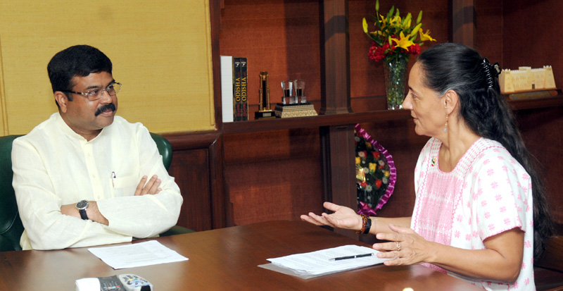 The Ambassador of Mexico to India, Mrs. Melba Maria Pria Olavarrieta meeting the Minister of State for Petroleum and Natural Gas (Independent Charge), Mr. Dharmendra Pradhan, in New Delhi on May 12, 2015.