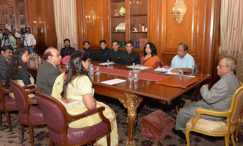 The President, Mr. Pranab Mukherjee meeting the officer trainees of the Indian Information Service (IIS) of 2014 batch from the Indian Institute of Mass Communication, at Rashtrapati Bhavan, in New Delhi on May 14, 2015.