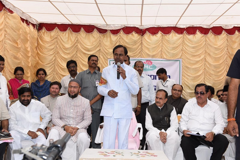 Chief Minister of Telangana Mr. K Chandrasekhar Rao participating in 'Swachh Hyderabad' programme at Saydabad Area on 20-05-2015.