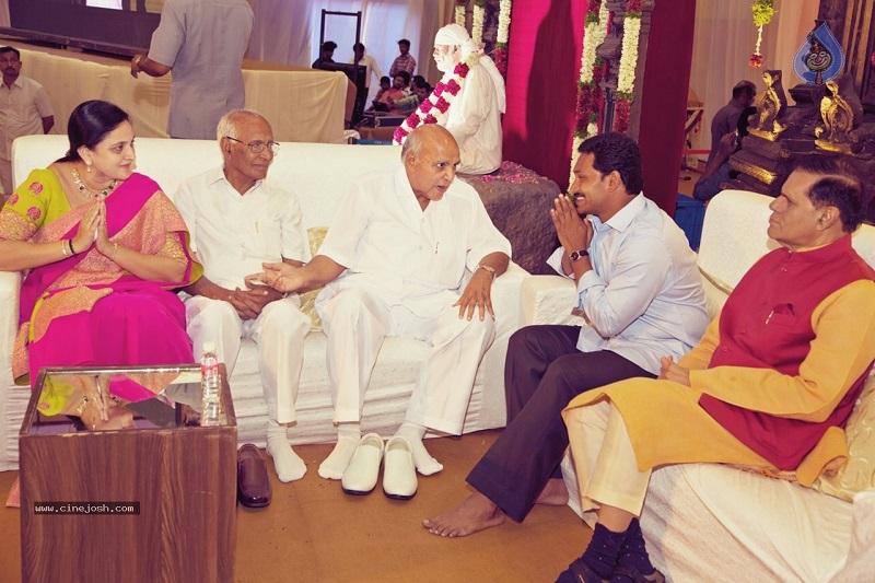 YSR Congress Party Chief Mr. YS Jagan Mohan Reddy conveying regards while Mr. Ramoji Rao, Chairman of Eenadu Group of Companies was saying something during the wedding celebrations of Manchu Manoj, Son of Dr. M Mohan Babu, Tollywood Hero, on 20-05-2015. Veteran Politician Mr. T Subbarami Reddy is also seen. (Source: Cine Josh)