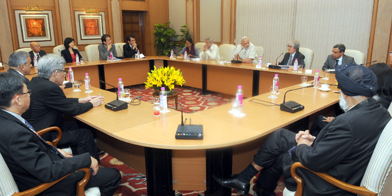 The visiting members of the India-Singapore Strategic Dialogue call on the Prime Minister, Mr. Narendra Modi, in New Delhi on May 20, 2015.