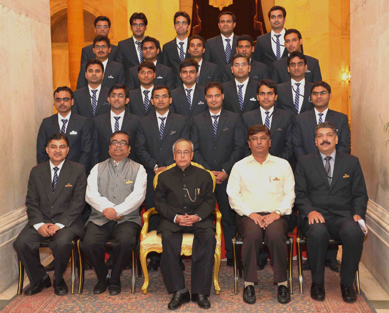 The President, Mr. Pranab Mukherjee with the officer trainees of the Indian Engineering Services (IES) of 2014 Batch from CPWD Training Institute, Ghaziabad, at Rashtrapati Bhavan, in New Delhi on May 22, 2015.