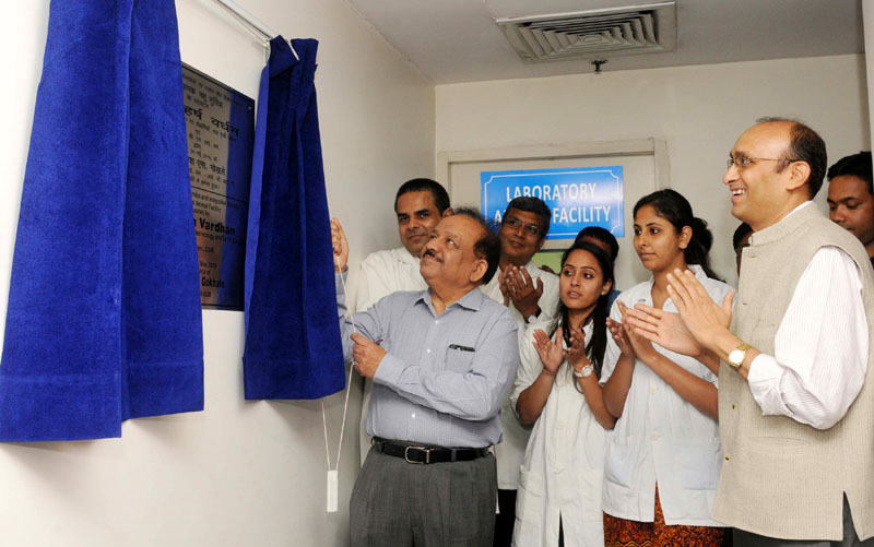 The Union Minister for Science & Technology and Earth Sciences and Vice-President, CSIR, Dr. Harsh Vardhan unveiling the plaque to inaugurate the Small Animal Facility, at the CSIR-Institute of Genomics & Integrative Biology (IGIB), in New Delhi on May 30, 2015. The Director, CSIR, IGIB, Dr. Rajesh S. Gokhale is also seen.