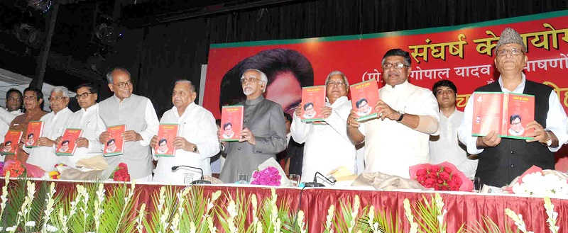 The Vice President, Shri Mohd. Hamid Ansari releasing a book entitled 'Sangharsh Ke Prayog', based on the speeches of Prof. Ram Gopal Yadav, MP, edited by Shri Radhekrishna and Shri Dinesh Shakya, at a function, in New Delhi on June 29, 2015.