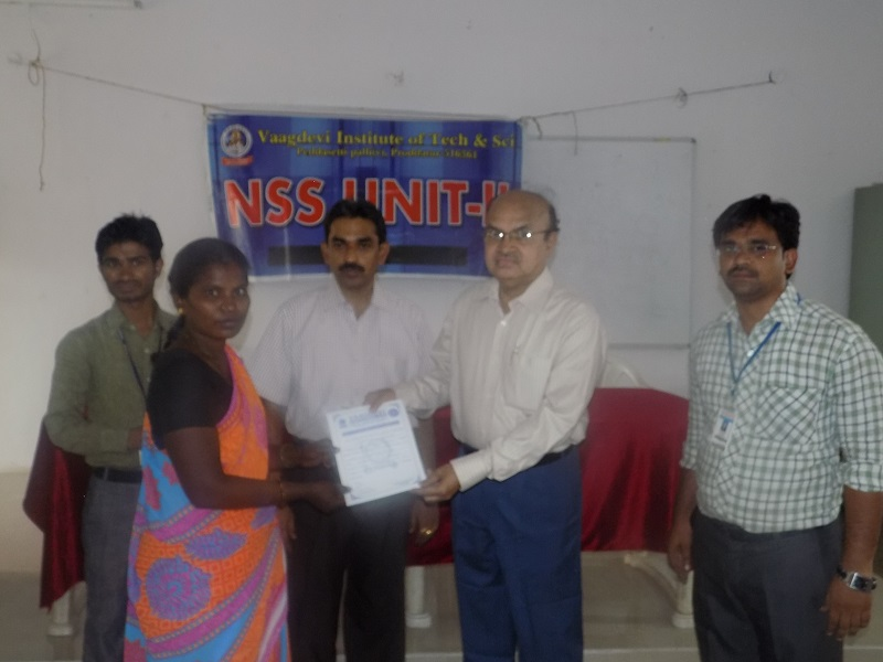 Dr. Lakshmi Narasaiah presenting the certificates of appreciation to the trained people during the closing ceremony of Vocational Training Programmed conducted by NSS Unit in VITS, Proddatur on 27-06-2015.